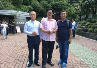 韩中地域经济协会组织中国留学生80余人参加茂朱郡萤火虫庆典进行SNS宣传