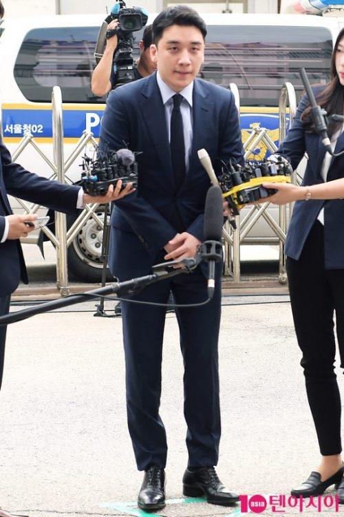 前bigbang组合成员胜利接受首尔地方警察厅调查出席问询
