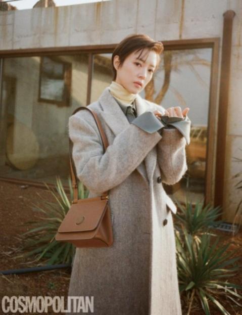 李世英最新时尚杂志写真短发造型又美又帅